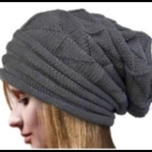 NWOT Knitted Slouch Hat in Grey and Black
